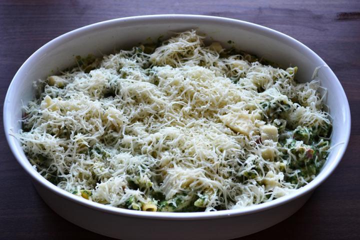 Penne sonkával, spenóttal, sajttal és csirkével elkészítés 8. lépés képe