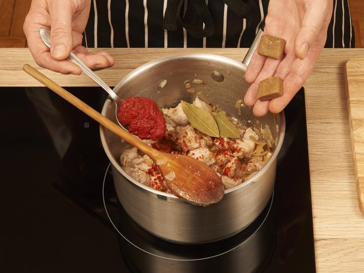 Tarhonyás hús elkészítés 2. lépés képe