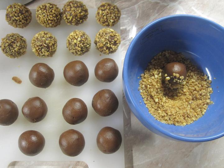 Ferrero Rocher házilag elkészítés 2. lépés képe