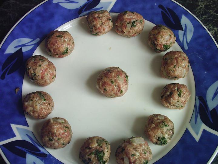 Zöldségleves húsgombóccal, petrezselymes nokedlival elkészítés 2. lépés képe