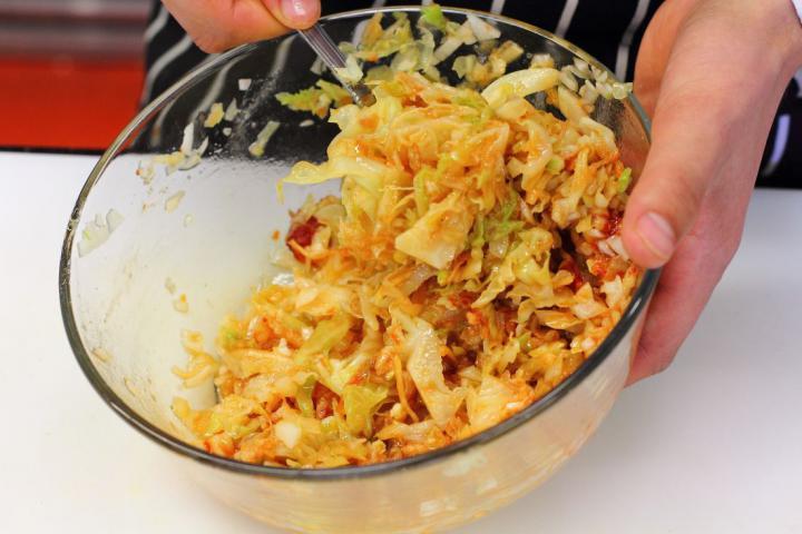 Spanyol kelkáposzta saláta elkészítés 3. lépés képe