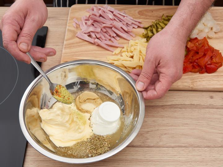 Majonézes tésztasaláta elkészítés 3. lépés képe