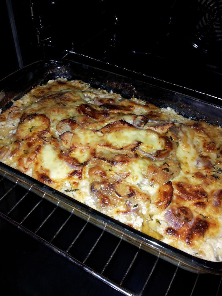 Almás- sajtos- hagymás rakott karaj elkészítés 4. lépés képe