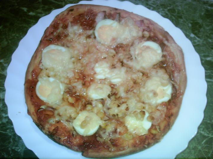Pizza házi pizzaszósszal elkészítés 4. lépés képe