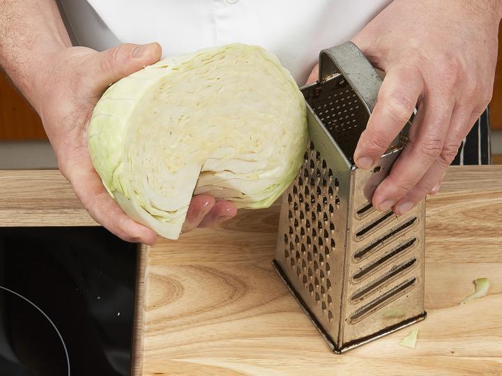 Káposztás tészta sósan elkészítés 2. lépés képe