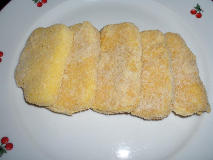 Rántott sajt rizzsel, koktélparadicsommal és paprikával elkészítés 1. lépés képe