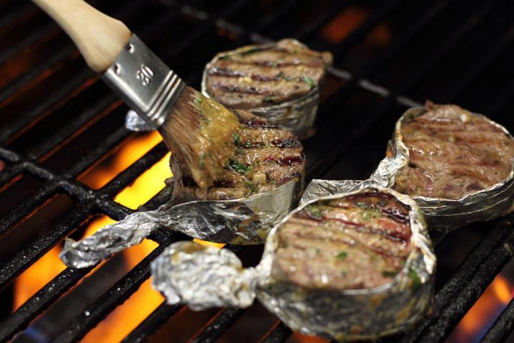Zöldfűszeres-citromos bélszín steak elkészítés 4. lépés képe