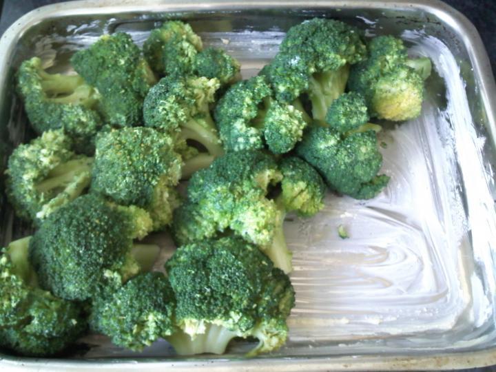Sajtos brokkoli elkészítés 1. lépés képe