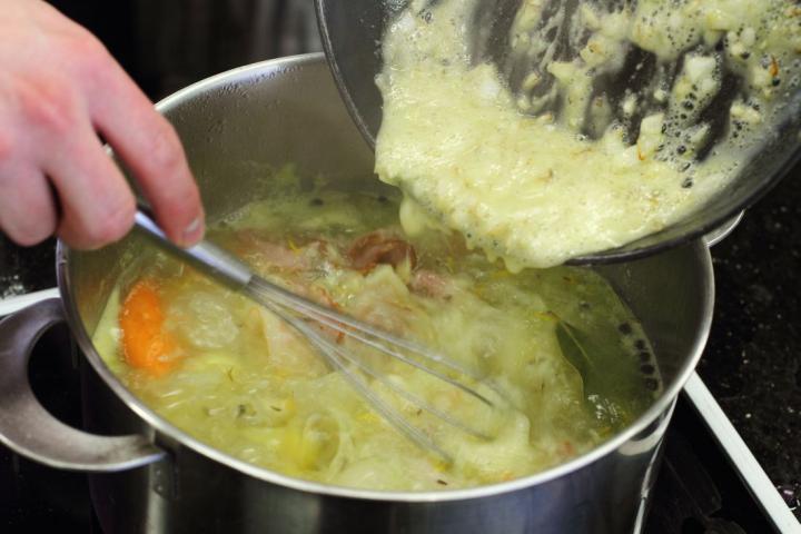 Savanyú káposzta leves oldalassal elkészítés 6. lépés képe