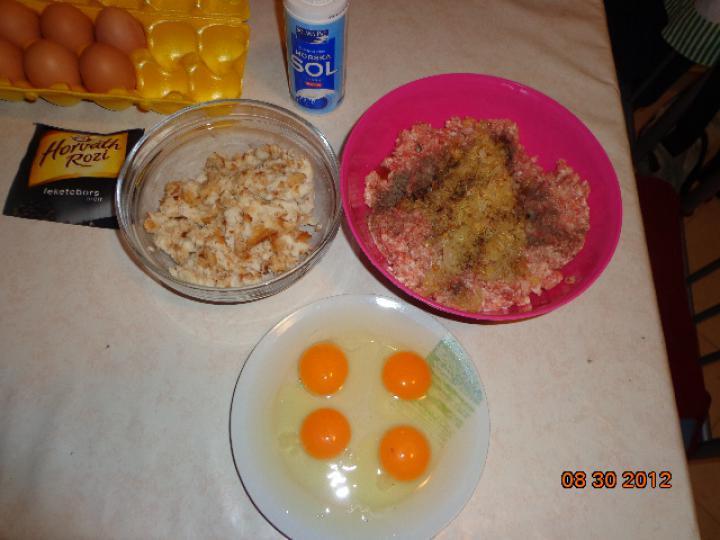Húsos kosárka burgonyás tésztában elkészítés 1. lépés képe