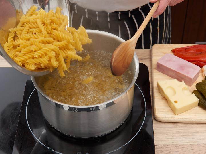 Majonézes tésztasaláta elkészítés 1. lépés képe