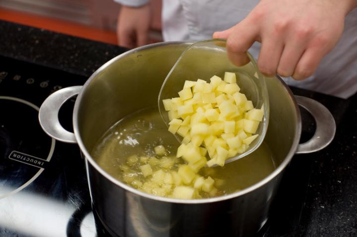 Sütőtök leves tojással elkészítés 4. lépés képe