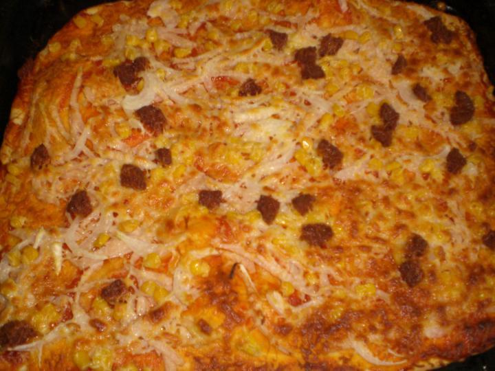 Szalámis-kukoricás pizza elkészítés 2. lépés képe