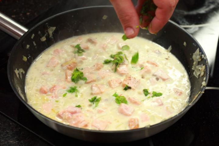 Tagliatelle con salmone (Lazacos tagliatelle) elkészítés 4. lépés képe