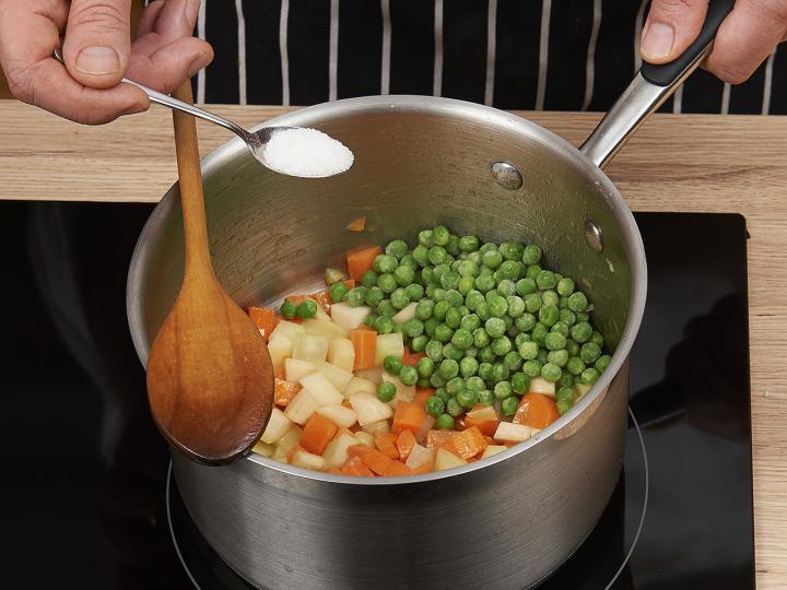 Zöldségleves elkészítés 3. lépés képe