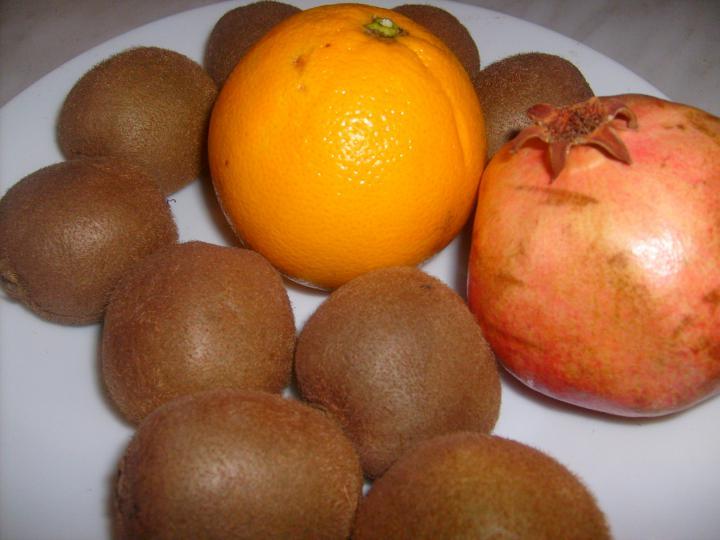 Gránátalmás gyümölcssaláta elkészítés 1. lépés képe