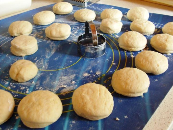 Lenmagos pogácsák elkészítés 4. lépés képe