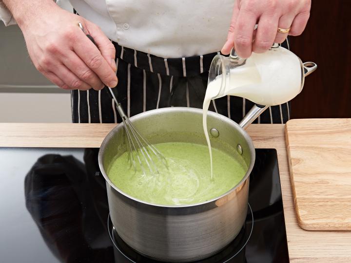 Brokkoli krémleves elkészítés 6. lépés képe