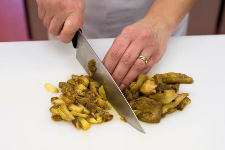 Erdei gombaleves tésztával elkészítés 1. lépés képe
