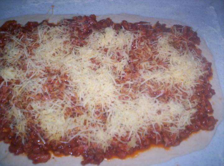 Füstös expressz pizzatekercs elkészítés 2. lépés képe