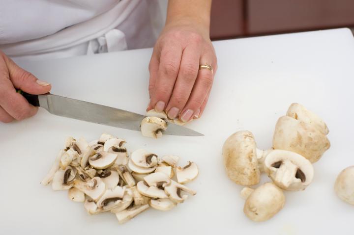 Gombás karfiol leves elkészítés 2. lépés képe
