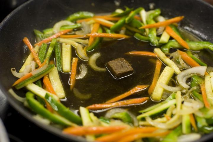 Marhahús gyömbérrel és zöldségekkel elkészítés 5. lépés képe