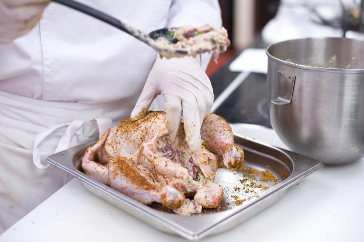 Lengyel töltött csirke elkészítés 3. lépés képe