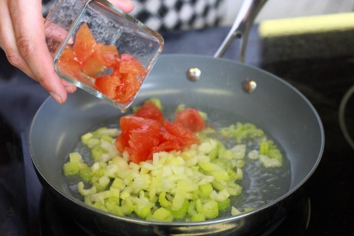 Zöldséges paradicsomleves narancs ízzel. elkészítés 4. lépés képe