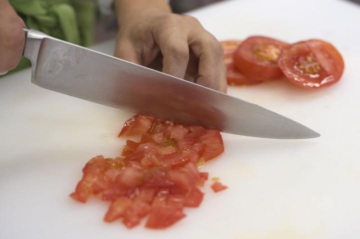 Spanyol paradicsom leves burgonyával elkészítés 3. lépés képe