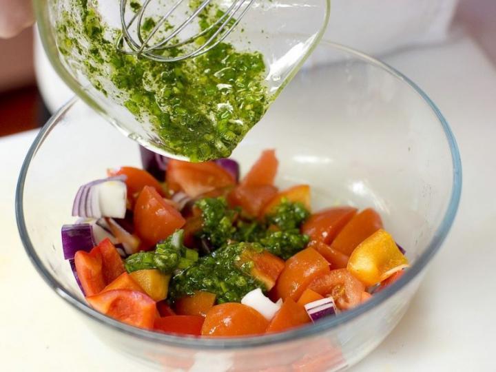 Grapefruitos saláta dióval és kék sajttal elkészítés 1. lépés képe