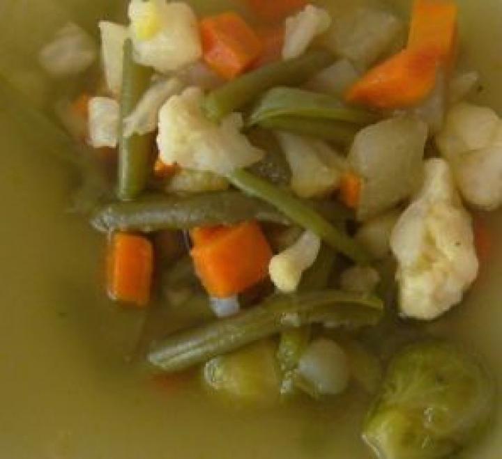 Vegyes zöldségleves elkészítés 3. lépés képe