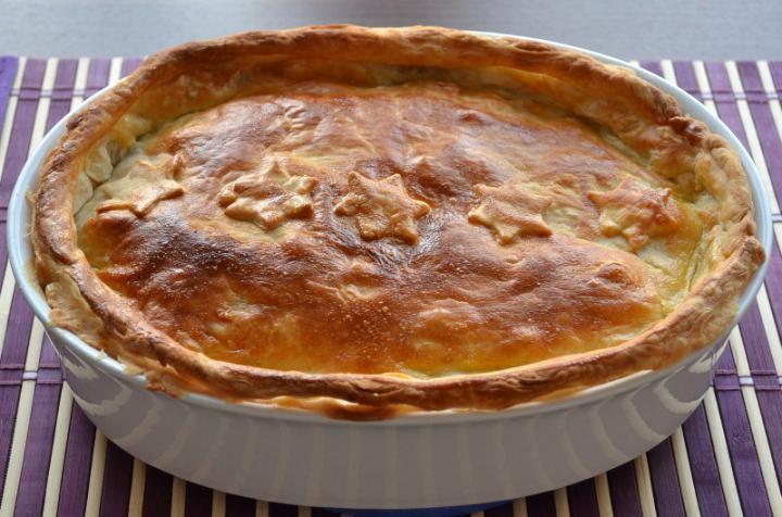 Gombás, tejszínes csirkeragu kolozsvári szalonnával, tésztakéregben sütve elkészítés 6. lépés képe