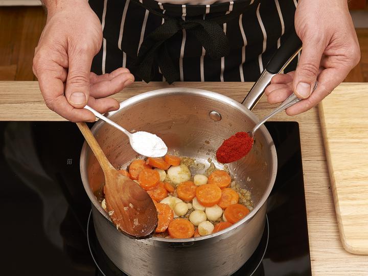 Magyaros zöldborsó leves elkészítés 3. lépés képe