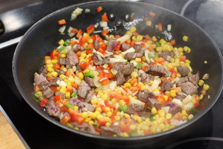 Mexikói marhahúsos krokett elkészítés 3. lépés képe