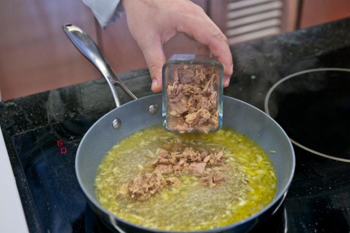 Tonhalas spagetti elkészítés 3. lépés képe
