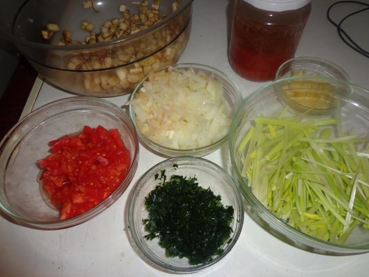 Thai padlizsános, paradicsomos rizs elkészítés 1. lépés képe