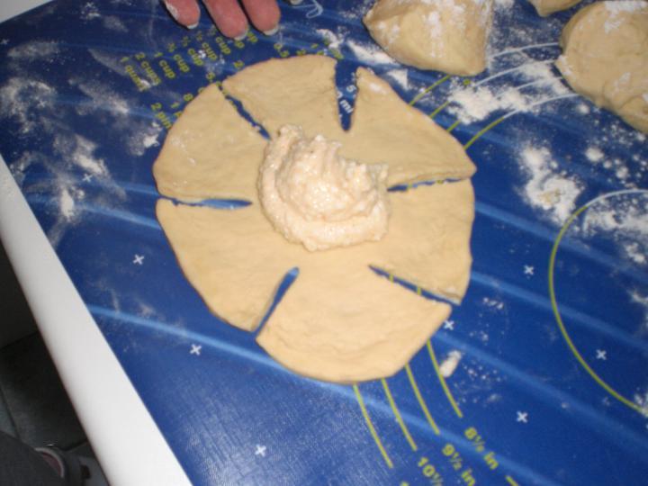 Túrós rózsapogácsa elkészítés 1. lépés képe