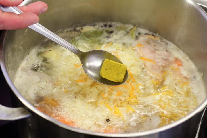 Savanyú káposzta leves oldalassal elkészítés 4. lépés képe