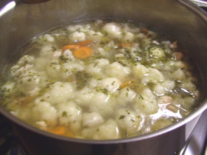 Csirkés karfiolleves tárkonyosan elkészítés 3. lépés képe