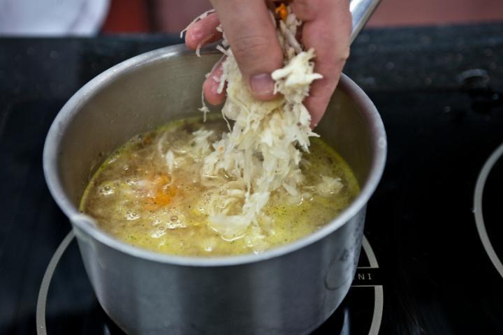 Tésztában sült tőkehal káposztával (kulebiak) elkészítés 1. lépés képe