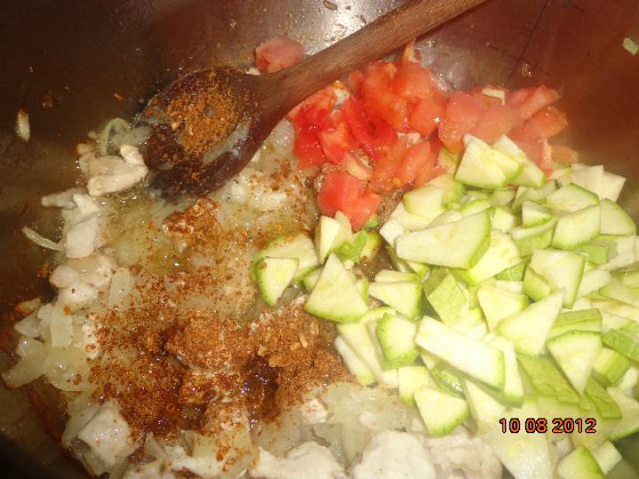 Töltött gombák csirkemellel és bébitökkel saláta ágyon (horvát) elkészítés 1. lépés képe