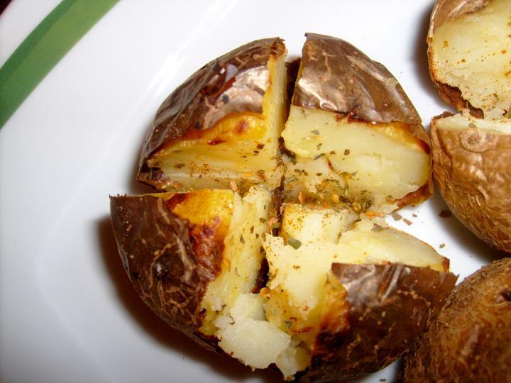 Héjában sült fűszeres burgonya elkészítés 4. lépés képe