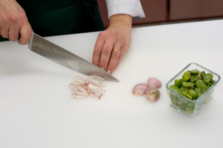 Hideg sertésszűz babos burgonyasalátával elkészítés 3. lépés képe