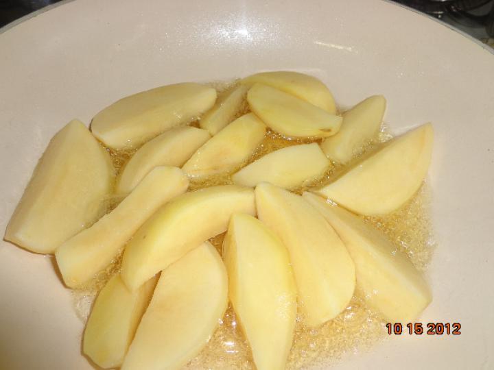 Kacsazsírban sült zöldbabos burgonya elkészítés 1. lépés képe