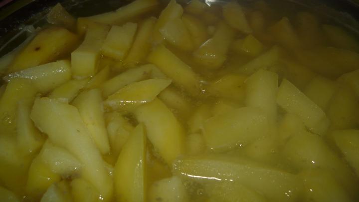 Körömpörkölt főtt burgonyával elkészítés 7. lépés képe