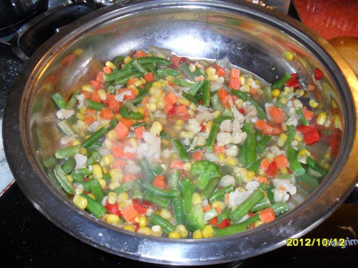Joghurtban érlelt csirkemell, fehérboros párolt káposztával, párolt zöldségkörettel elkészítés 4. lépés képe