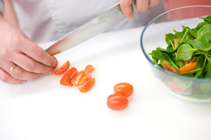 Színes saláta rákkal elkészítés 2. lépés képe