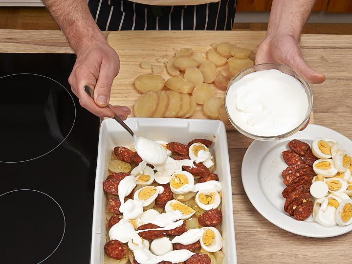 Rakott krumpli elkészítés 5. lépés képe
