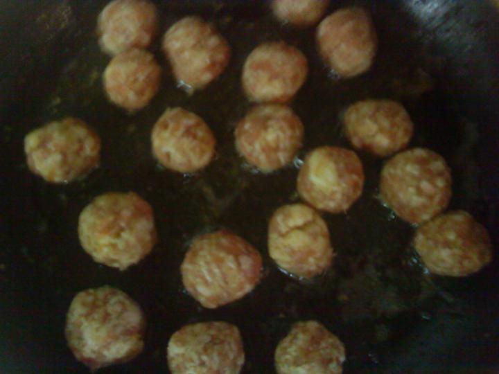 Sajtos húsgombóc leves elkészítés 1. lépés képe