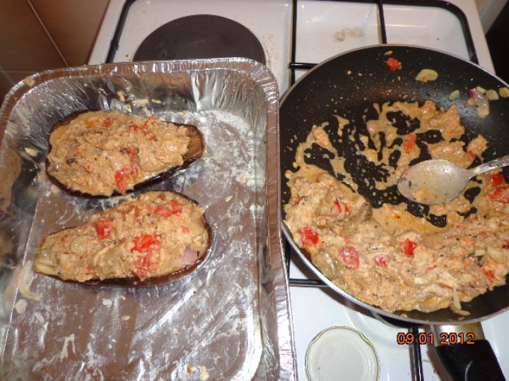 Csirke húsos besameles töltött padlizsán elkészítés 2. lépés képe